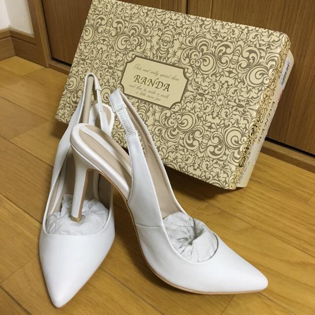 RANDA(ランダ)のホワイトパンプス レディースの靴/シューズ(ハイヒール/パンプス)の商品写真