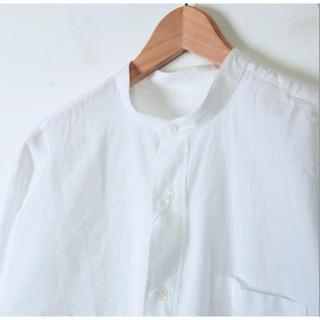 コモリ(COMOLI)のCOMOLI バンドカラーシャツ(シャツ)