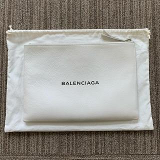 Balenciaga - BALENCIAGAロゴクラッチバッグ(ホワイト) unisex