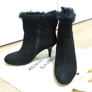 オデットエオディール(Odette e Odile)のボア付き黒スエードショートブーツ(ブーツ)