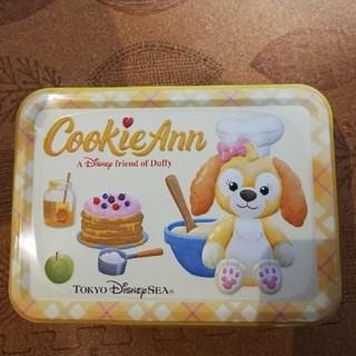 ダッフィー(ダッフィー)のクッキーアン 缶入りクッキー 新品未開封 送料無料(菓子/デザート)