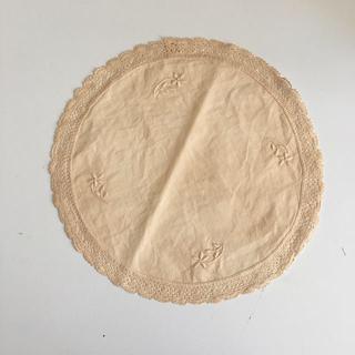 イデー(IDEE)のベルギーのヴィンテージ刺繍レースドイリー(インテリア雑貨)