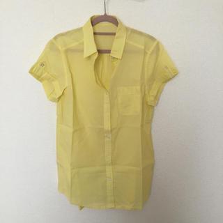 ジーユー(GU)のGU 黄色半袖シャツ(シャツ/ブラウス(半袖/袖なし))