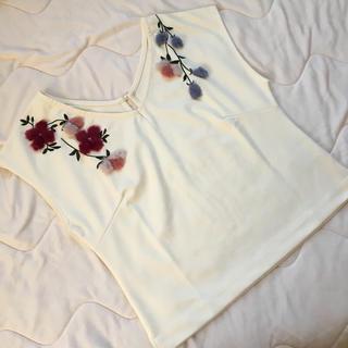 ウィルセレクション(WILLSELECTION)のWILLSELECTION リボンの日限定ファー刺繍トップス(カットソー(半袖/袖なし))