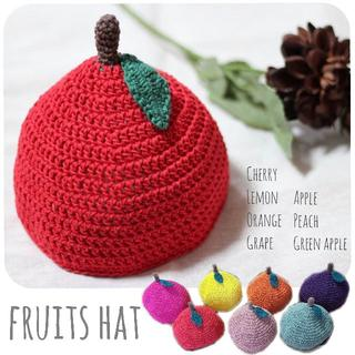【手編み*くだもの帽子】272…出産祝い ハンドメイド りんご チェリー ピーチ(外出用品)