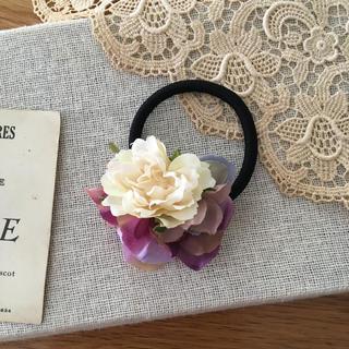 ホワイトバラとパープル、ラベンダー紫陽花のヘアゴム (ヘアアクセサリー)