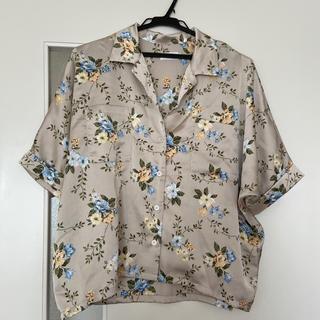 レプシィム(LEPSIM)の花柄サテン素材 シャツ(シャツ/ブラウス(半袖/袖なし))