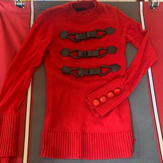 バーバリー(BURBERRY)のバーバーリー ウール 赤ニット くるみボタン サイズS 美品(ニット/セーター)
