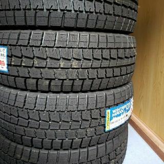 ダンロップ(DUNLOP)のスタッドレスタイヤ、215/60R-16(タイヤ)