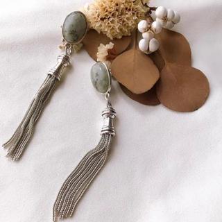 ケービーエフ(KBF)のnuance green tassel pierce/earring(イヤリング)