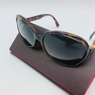 フェンディ(FENDI)のFENDI サングラス 新品未使用 べっこう レンズ大きめ 付属品完備(サングラス/メガネ)