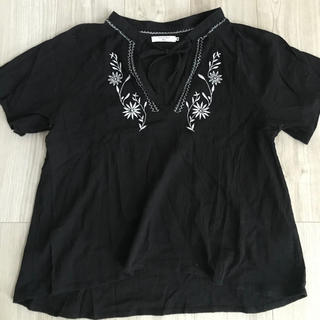 サマンサモスモス(SM2)のSamansa Mos2 Blue 半袖黒 花柄刺繍カットソーM(シャツ/ブラウス(半袖/袖なし))