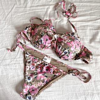 エイチアンドエム(H&M)の美品H&M花柄フリルビキニ水着セット(水着)