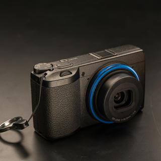 リコー(RICOH)のRICOH GR3 (初回限定ブルーリング付)GRIII(コンパクトデジタルカメラ)