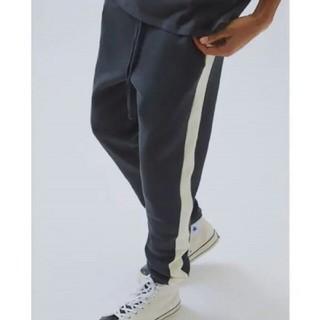 フィアオブゴッド(FEAR OF GOD)のFOG Essentials Side Stripe Sweatpants(ワークパンツ/カーゴパンツ)