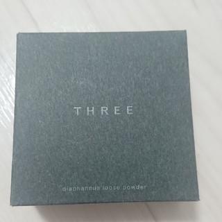 スリー(THREE)の【新品】THREE スリー ルースパウダー(フェイスパウダー)