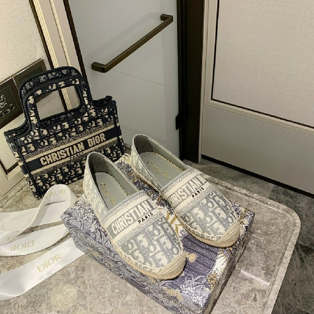 Dior(ディオール)のDior人気爆品 シューズ レディースの靴/シューズ(ハイヒール/パンプス)の商品写真