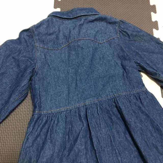 GU(ジーユー)のデニムワンピース 110 キッズ/ベビー/マタニティのキッズ服女の子用(90cm~)(ワンピース)の商品写真