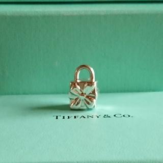 ティファニー(Tiffany & Co.)のティファニー プレゼントボックスネックレストップ(チャーム)