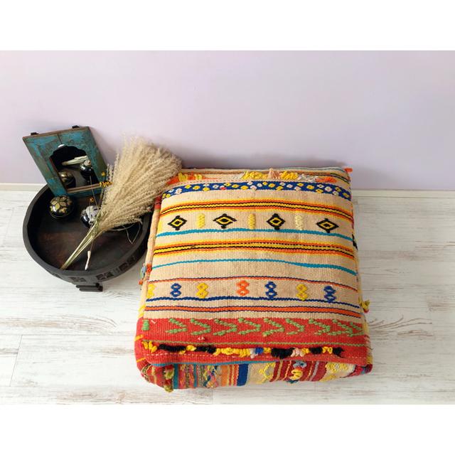 【モロッコ】赤黄色 小さいフリンジが可愛いオールドラグのリメイクプフ a-2 インテリア/住まい/日用品のソファ/ソファベッド(オットマン)の商品写真