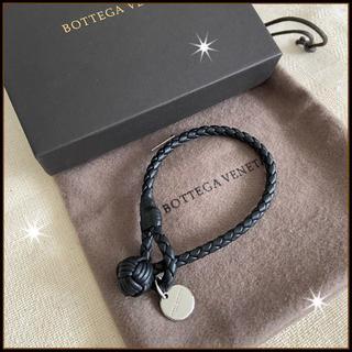 ボッテガヴェネタ(Bottega Veneta)の国内完売!新品【BOTTEGA VENETA】ブレスレット ブラック M(ブレスレット)