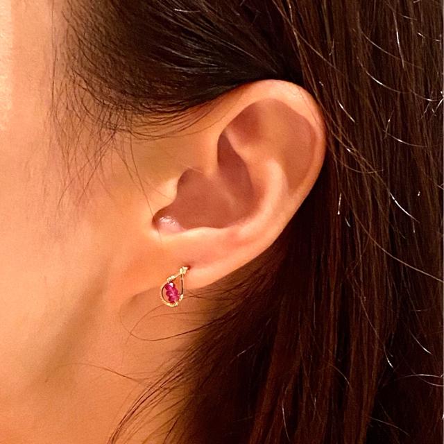 1点特価*14kgf宝石質ルビーのミニドロップスタッドピアス ハンドメイドのアクセサリー(ピアス)の商品写真