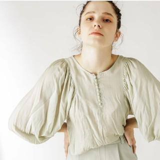 ナチュラルクチュール(natural couture)のnaturalcoutureシアーパフスリーブ2wayブラウス(シャツ/ブラウス(長袖/七分))