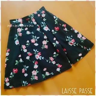 レッセパッセ(LAISSE PASSE)の《LAISSE PASSE》花柄 フラワープリント スカート 36(ひざ丈スカート)