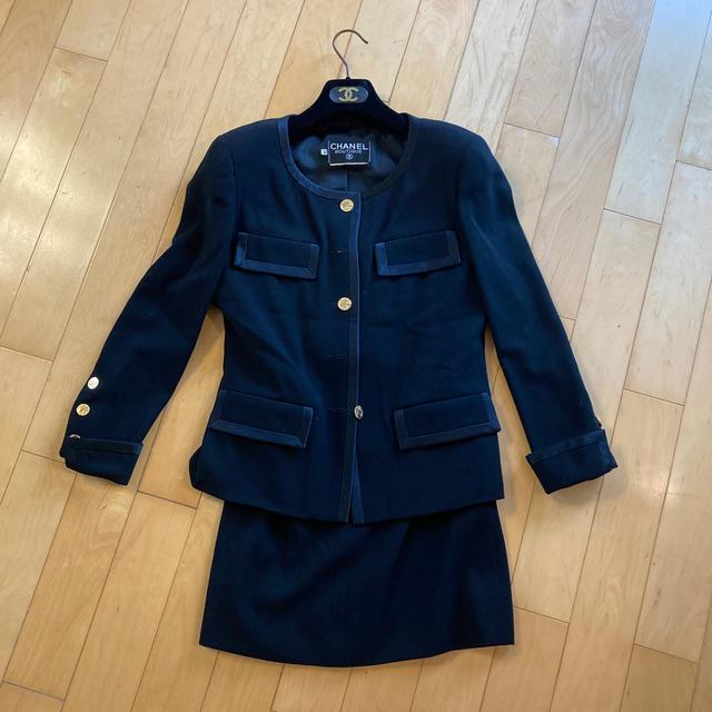 CHANEL(シャネル)のシャネルの女性用スーツです レディースのフォーマル/ドレス(スーツ)の商品写真