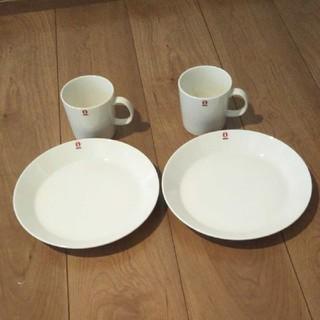 イッタラ(iittala)の新品未使用イッタラ テイーマ ホワイト プレート21cm2枚 マグ0.3L 2個(食器)