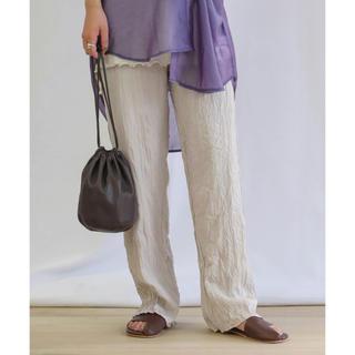 ミラオーウェン(Mila Owen)の【新品タグ付き】Riche glamour シアーツイルワッシャープリーツパンツ(カジュアルパンツ)