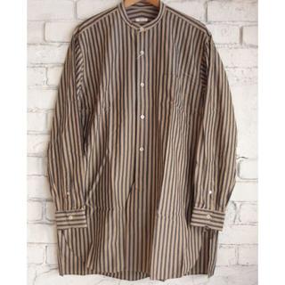 COMOLI - comoli バンドカラーシャツ ロンドンストライプ