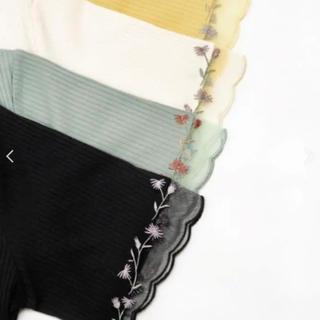 マジェスティックレゴン(MAJESTIC LEGON)のMAJESTIC LEGON刺しゅうチュールリブカットソーアイボリー(カットソー(半袖/袖なし))