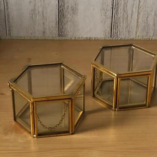 アーバンアウトフィッターズ(Urban Outfitters)のガラスジュエリーボックス(小物入れ)