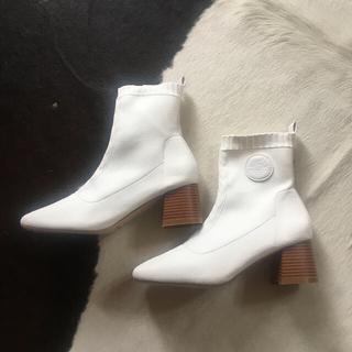 ショートブーツ ニット 白 ヒール6cm(ブーツ)