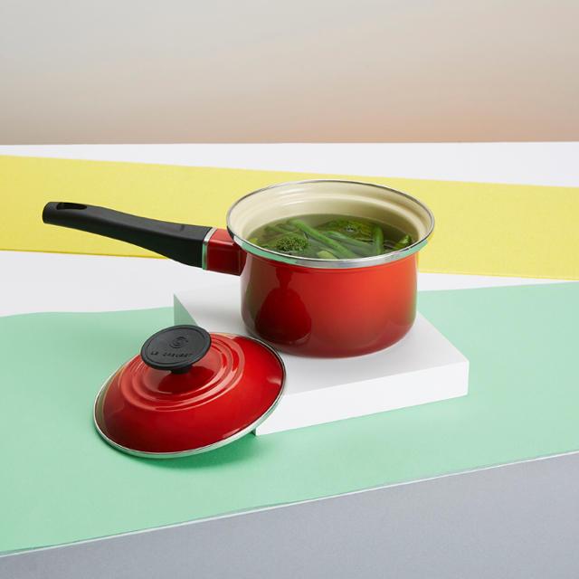 LE CREUSET(ルクルーゼ)のルクルーゼ ソースパン 14cm  新品未使用 インテリア/住まい/日用品のキッチン/食器(鍋/フライパン)の商品写真
