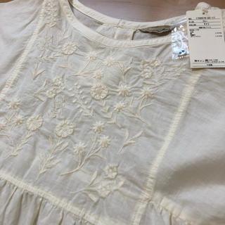サマンサモスモス(SM2)の23.半袖胸元刺繍ブラウス(シャツ/ブラウス(半袖/袖なし))