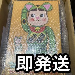 フジヤ(不二家)のBE@RBRICK 招き猫 ペコちゃん 蛍光グリーン 100% & 400%(その他)