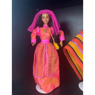 バービー(Barbie)のBarbie 民族衣装 スタンド付き(ぬいぐるみ/人形)