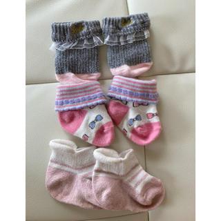 バービー(Barbie)のベビー靴下 1つはBarbie 2つは違います  伸びるので5〜7くらい(靴下/タイツ)