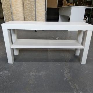 白色の机とイケヤの白色テレビ台です。(オフィス/パソコンデスク)