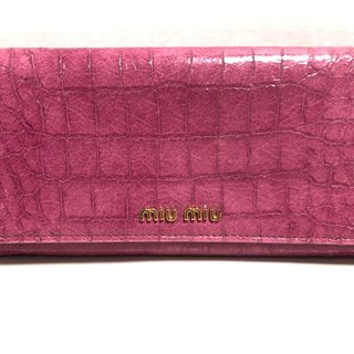 ミュウミュウ(miumiu)のミュウミュウ 長財布 - ピンク 型押し加工(財布)