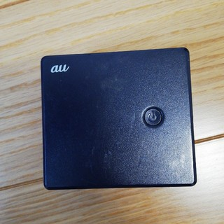 エーユー(au)のKDDI R02P002L au ポータブル充電器(バッテリー/充電器)