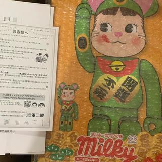メディコムトイ(MEDICOM TOY)のBE@RBRICK 招き猫ペコちゃん  蛍光グリーン 100%&400% (ぬいぐるみ/人形)