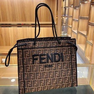 フェンディ(FENDI)のFENDI フェンディ 大人気 トートバッグ 新品 (トートバッグ)