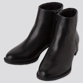 ユニクロ(UNIQLO)のぽぽろんさん専用☆サイドジップショートブーツ(ブーツ)
