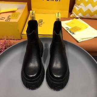 フェンディ(FENDI)のFendi ショートブーツ(ブーツ)