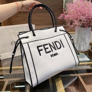 フェンディ(FENDI)のFENDI フェンディ 大人気 トートバッグ(トートバッグ)