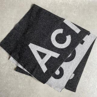アクネ(ACNE)のAcne Studios ロゴ マフラー/スカーフ (ブラック)(マフラー/ショール)