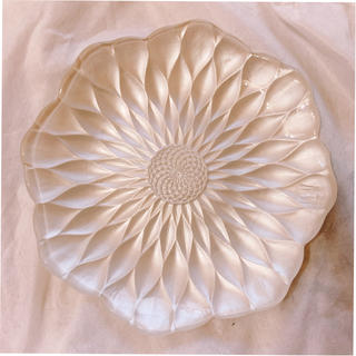 イセタン(伊勢丹)のパールホワイト 22センチ お皿 モダン デザイン おしゃれ イタリア製(食器)
